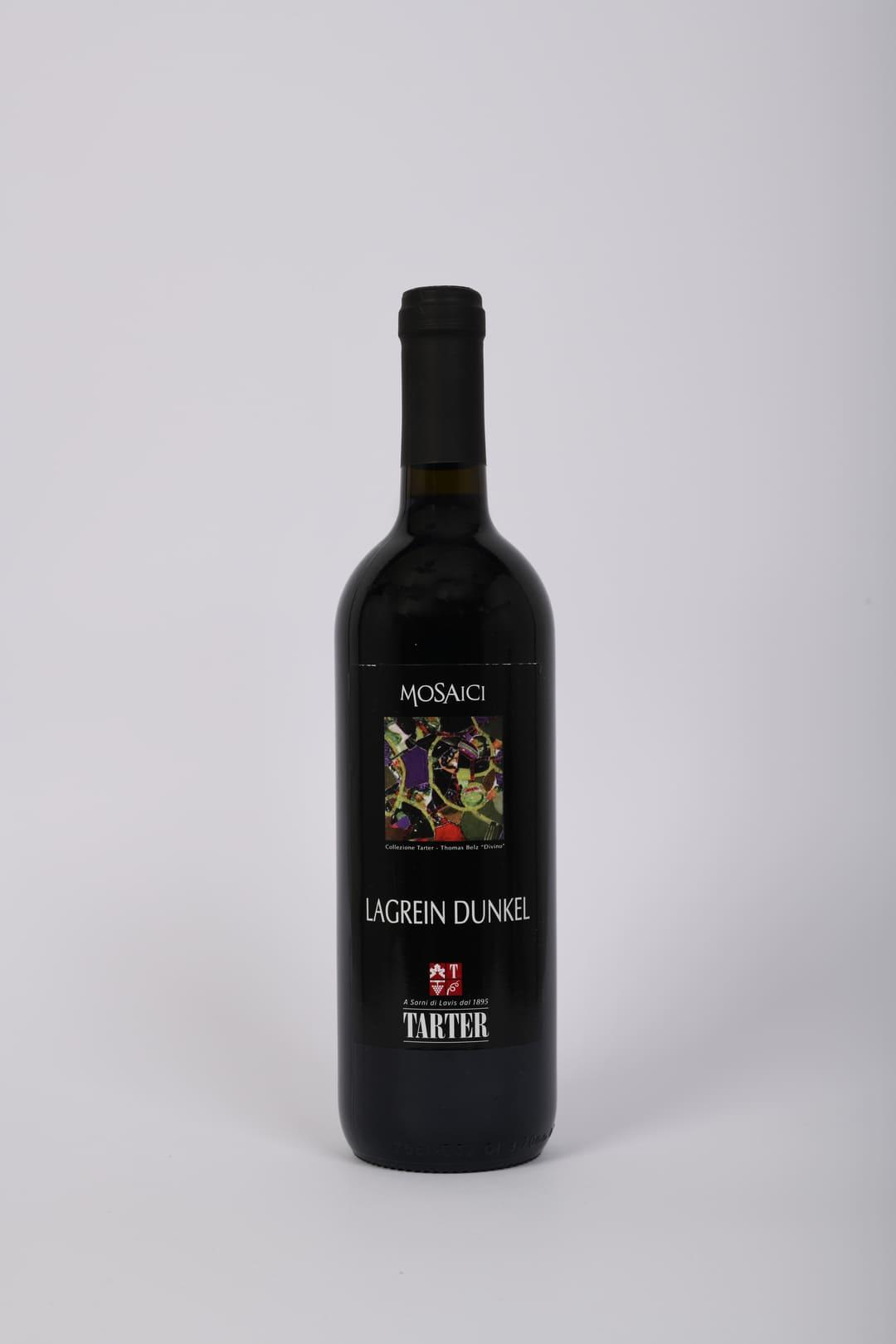 Bottiglia di vino rosso trentino lagrein dunkel