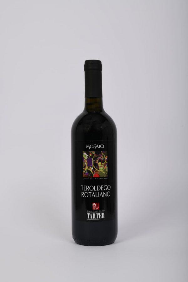 Bottiglia di vino rosso trentino