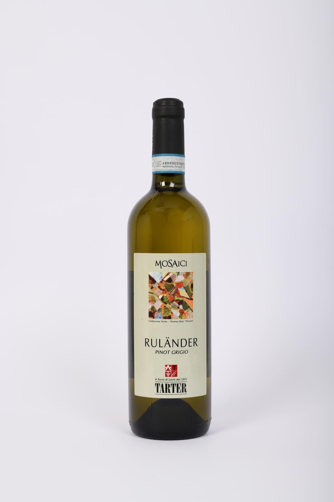 Bottiglia di vino bianco del trentino pinot grigio