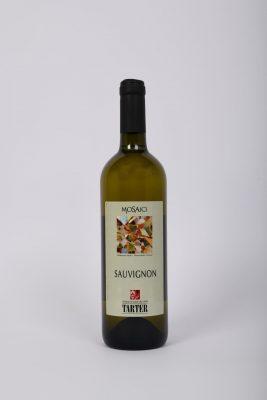 Bottiglia di Sauvignon un vino bianco del trentino
